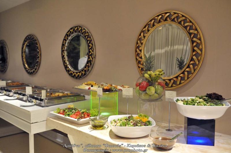 Buffet γεμάτα γεύσεις