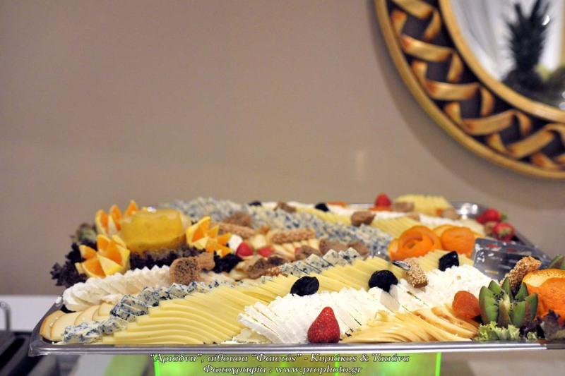 Πλούσιο σε γεύσεις και με υπέροχη παρουσίαση plateau τυριών