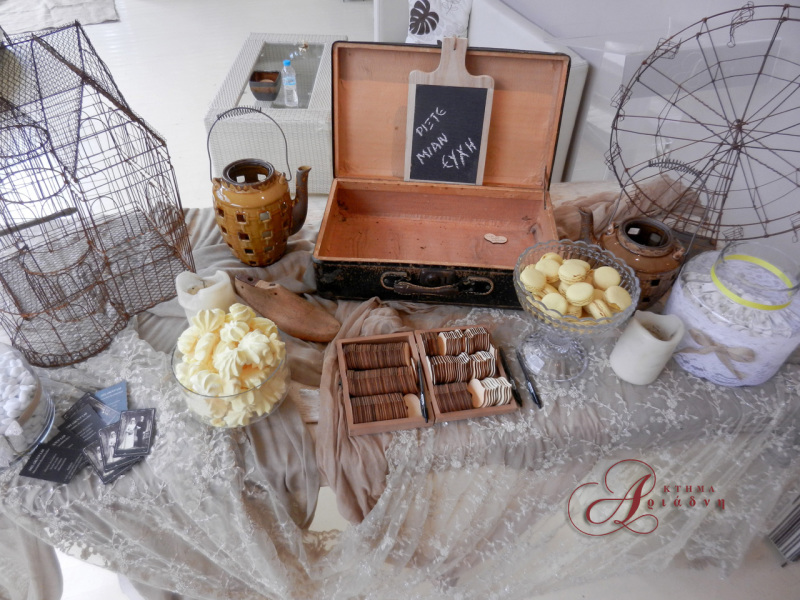 """Τραπέζι υποδοχής με εναλλακτικό """"βιβλίο ευχών"""" σε βίντατζ στυλ - by melgrouplab"""