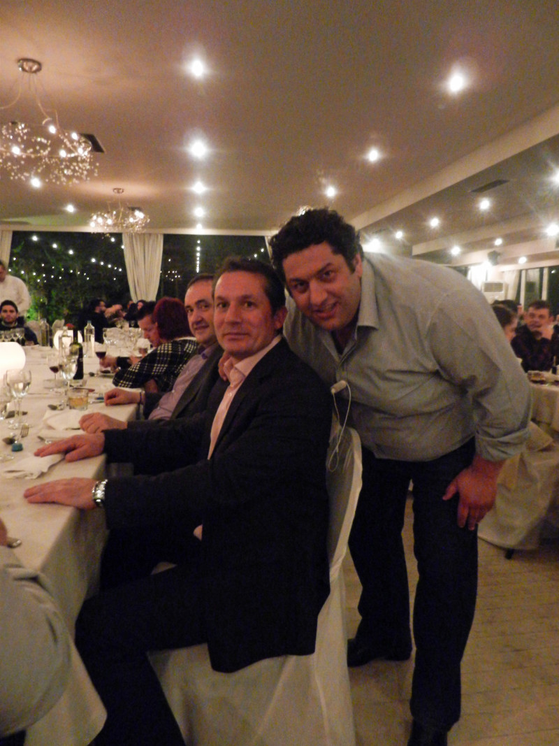 Ο επικεφαλής των Maitre, κ. Αλέξης Τζούμπας μαζί με τον κ. Σταμάτη Χρήστου. Δίπλα του, ο Executive Chef και CEO του catering LaFourchete Εδέσματα, κ. Έκτωρας Ιωάννου