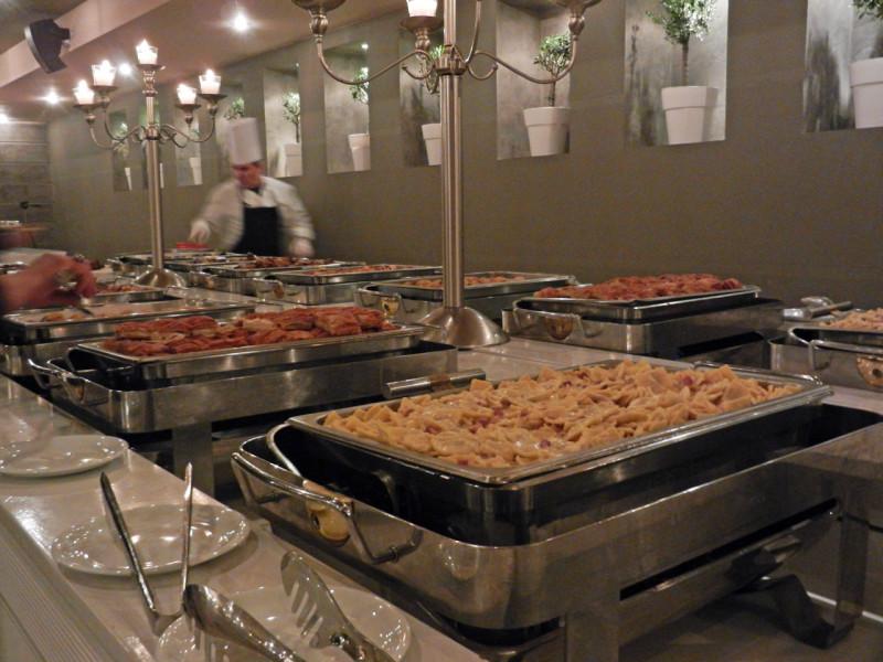 Πλούσιο buffet για τη βραδιά που κόψαμε τη βασιλόπιτα στο κτήμα Αριάδνη. Με την υπογραφή του Αύρα Catering
