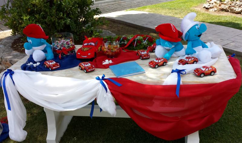 Τραπέζι ευχών με θέμα cars και τα στρουμφάκια