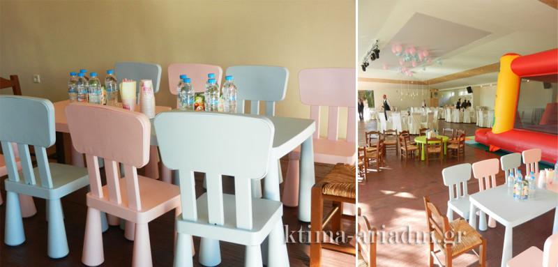Οι παρεούλες των μικρών καλεσμένων είχαν τα δικά τους τραπέζια για να νιώθουν οικεία και άνετα