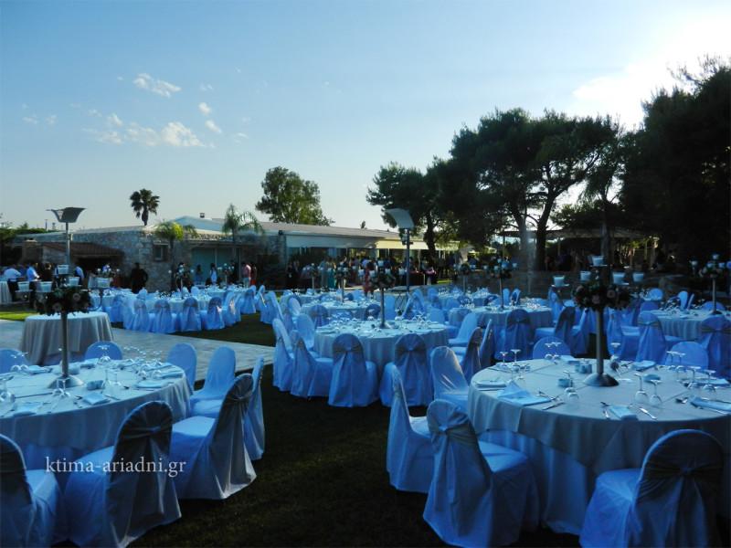 Γενική άποψη από το setup του χώρου Φαιστός, ενώ οι καλεσμένοι και ο γαμπρός περιμένουν τη νύφη να κάνει την εμφάνισή της