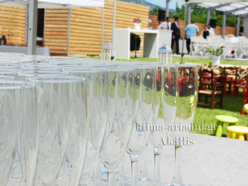 Όλα είναι έτοιμα και για τα ποτά υποδοχής!