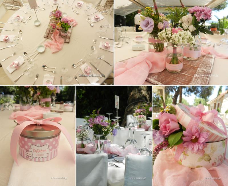 Ο στολισμός, οι μπομπονιέρες και το θέμα της δεξίωσης για τη βάπτιση της Καλλιόπης είναι κοριτσίστικο και ρομαντικό σε αποχρώσεις του ροζ. Τα φρέσκα λουλούδια στα βαζάκια σκορπούν τα αρώματα και τη φρεσκάδα τους παντού, ενώ τα κουτιά δώρων με τα λουλούδια που στολίζουν το τραπέζι της οικογένειας, δίνουν τη διαφορετική πινελιά που χρειάζεται συνήθως για να απογειωθεί ένα concept.