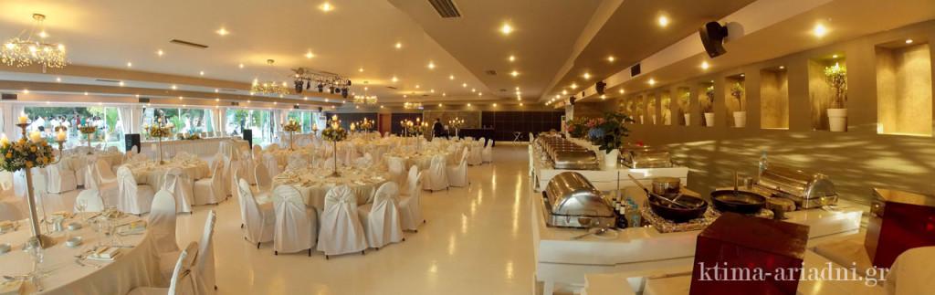 Γενική άποψη της αίθουσας Φαιστός στο κτήμα Αριάδνη, διακοσμημένης με ψηλά κηροπήγια, τα οποία διαθέτουμε ως παροχή για τα ζευγάρια που το επιθυμούν