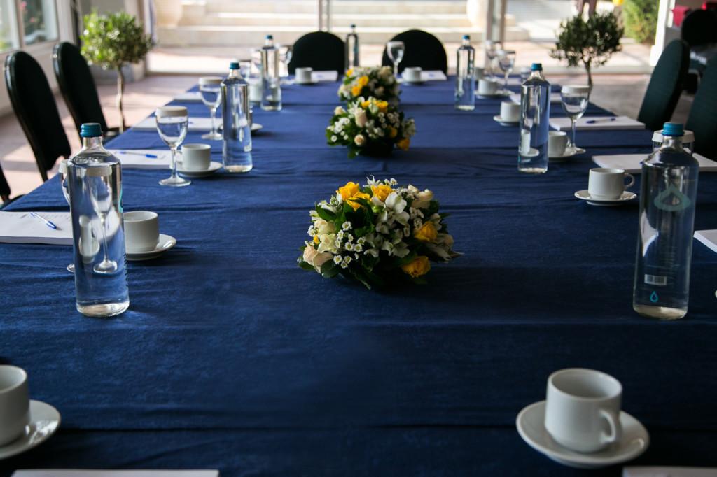 Συνάντηση εργασίας στελεχών επιχείρησης με παροχή καφέ και άλλων ροφημάτων, βουτημάτων κ.α. και παράθεση γεύματος σε buffet