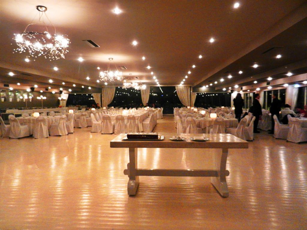 Στιγμιότυπο από εταιρική εκδήλωση στην αίθουσα Φαιστός για την κοπή της βασιλόπιτας, παρουσία εργαζομένων και συνεργατών. Ακολούθησε γεύμα με γευστικά εδέσματα σε buffet