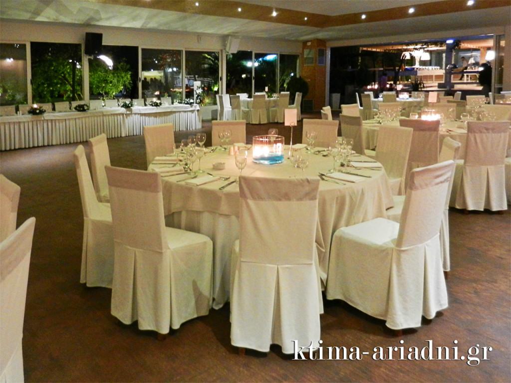 Άποψη της στολισμένης αίθουσας Κνωσσός στο κτήμα Αριάδνη για τον γάμο της Μαρίας και του Σάββα