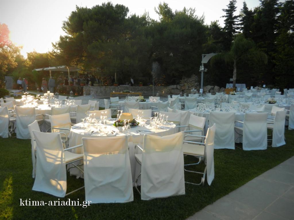 Άποψη του χώρου νωρίς το απόγευμα, καθώς καταφθάνουν οι πρώτοι καλεσμένοι του γάμου