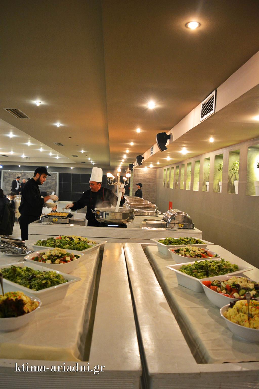 Άποψη του buffet κατά την προετοιμασία