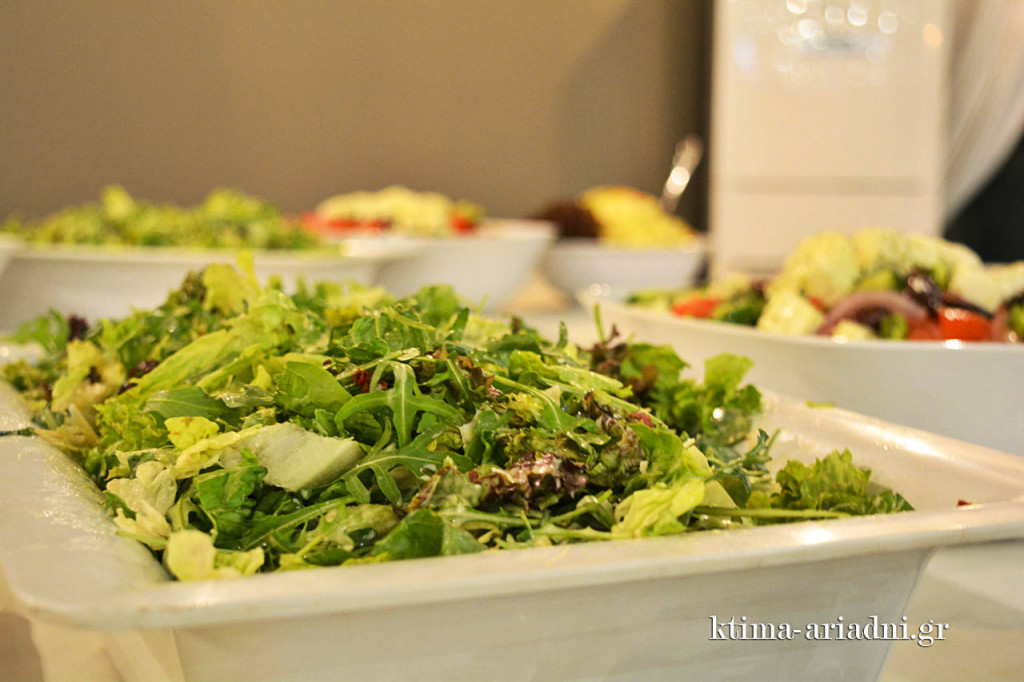 Οι σαλάτες κάλυπταν όλες τις προτιμήσεις, όπως άλλωστε και η ποικιλία των υπόλοιπων γεύσεων του buffet