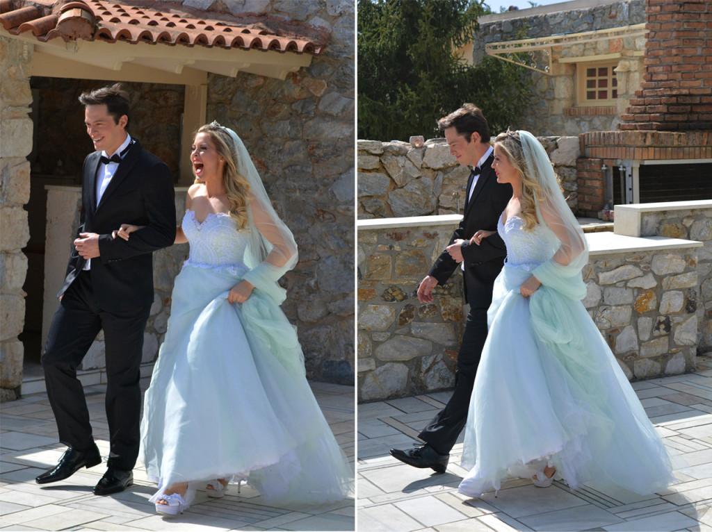 """""""Τσακώσαμε"""" φωτογραφικά, το όμορφο ζευγάρι τη στιγμή που αναχωρεί από την σουίτα του κτήματος και ετοιμάζεται να κάνει την μεγάλη είσοδο στη δεξίωση. Η χαρά τους είναι ολοφάνερη!"""