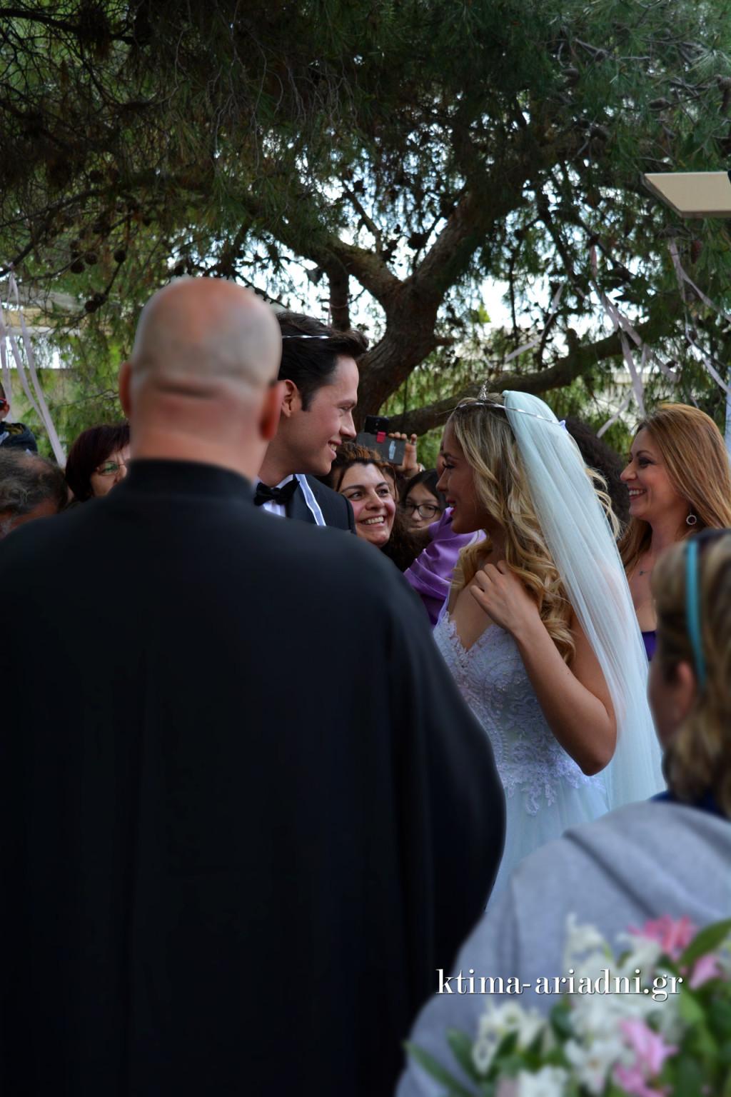 Στιγμιότυπα από τον γάμο της Barbie και του Ken με τη Σπυριδούλα στον ρόλο της κουμπάρας
