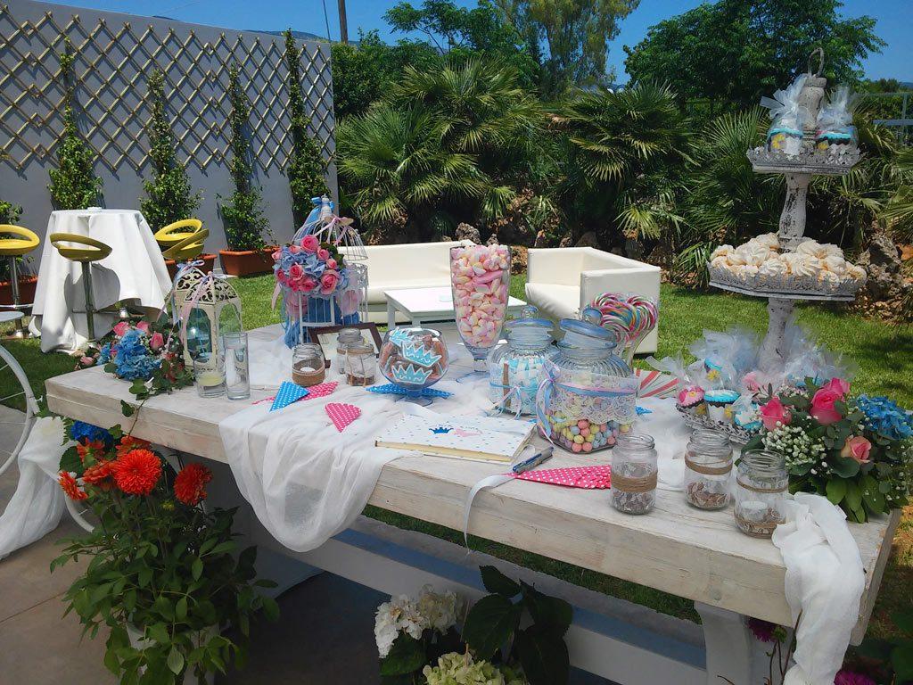 Πολλά γλυκίσματα, ζαχαρωτά, καραμέλες, κουφέτα. Η χαρά μικρών αλλά και πολλών μεγάλων!