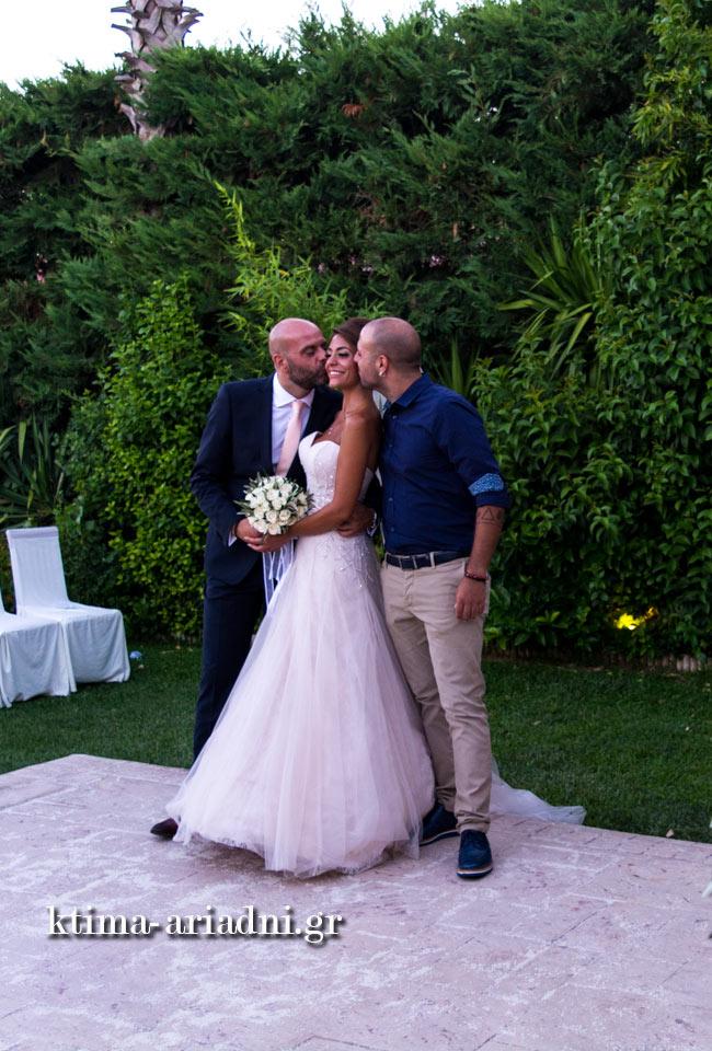 Φωτογραφίες με τον γαμπρό και τη νύφη μετά τον γάμο