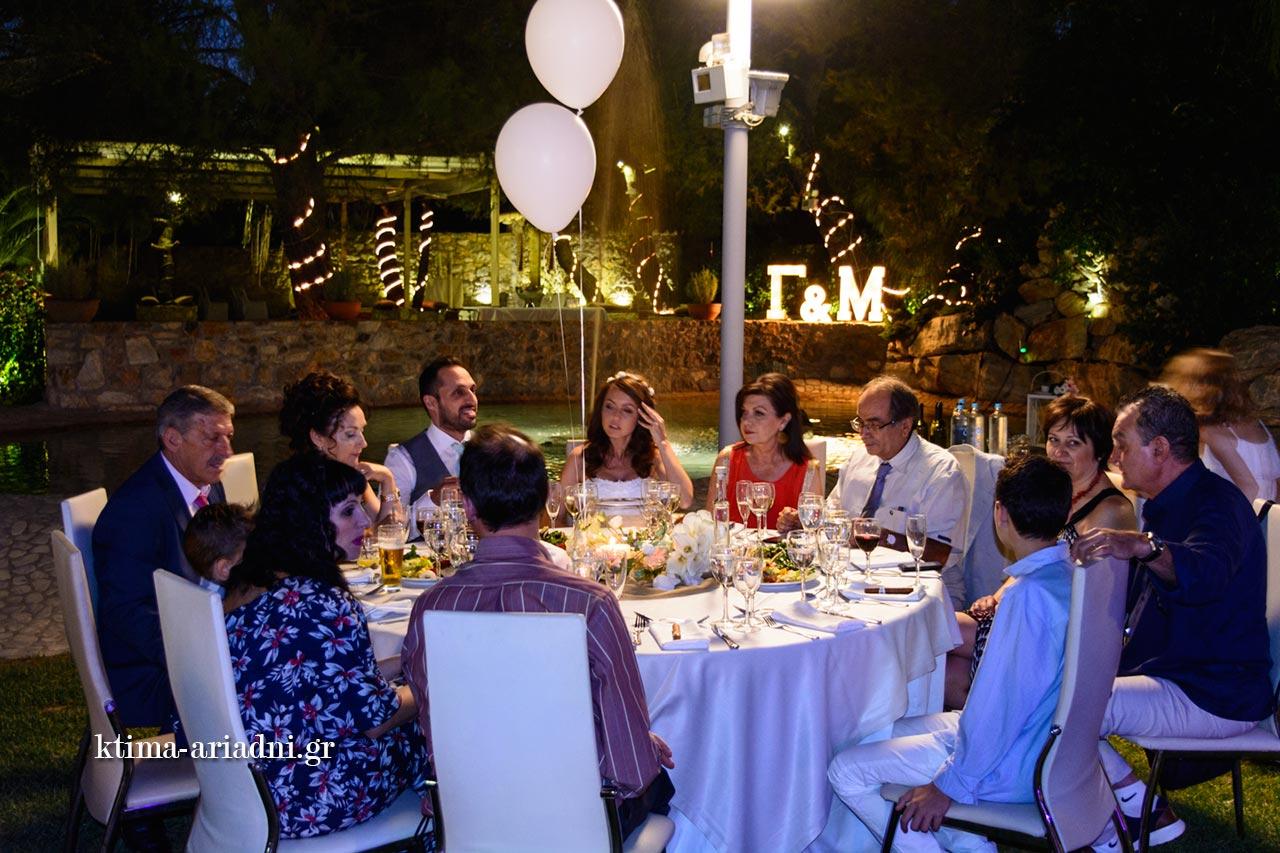 Το νυφικό τραπέζι ήταν επίσης ροτόντα dexiosi gamou menta linatsa ktima ariadni