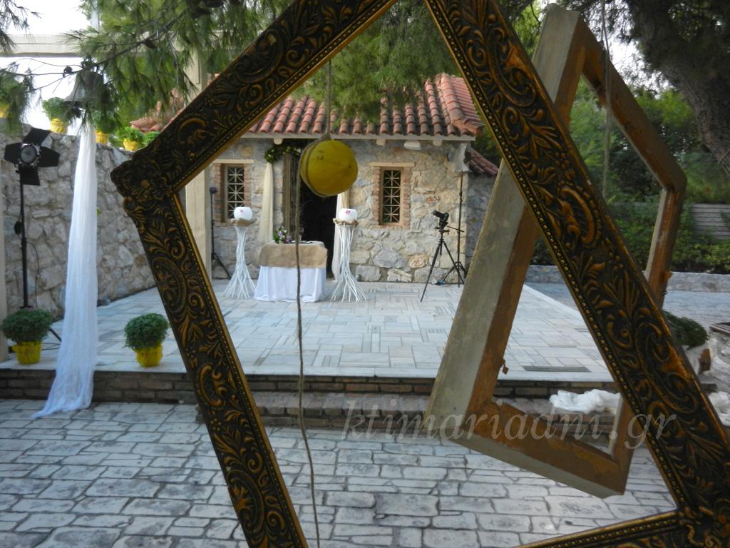 Γάμος στο εκκλησάκι του Φαιστός: Η Μαρία, ο Γιώργος και το vintage σκηνικό