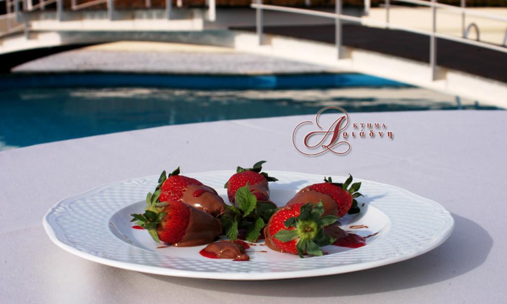 Φράουλες βουτηγμένες στη σοκολάτα
