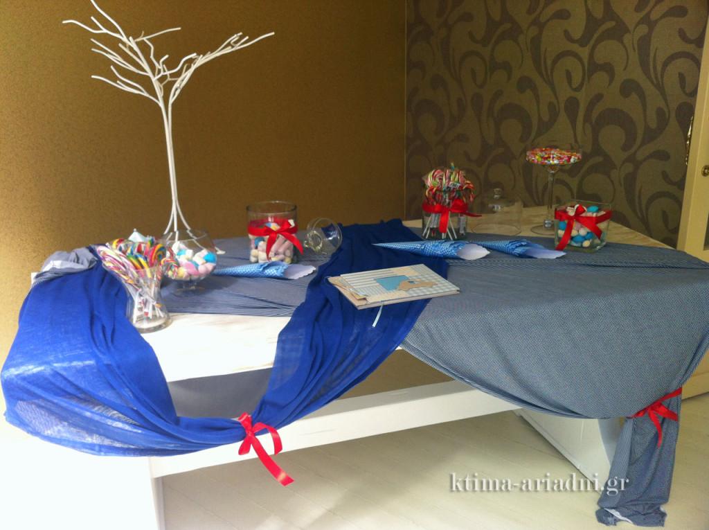 Τραπέζι ευχών σε δεξίωση βάπτισης αγοριού