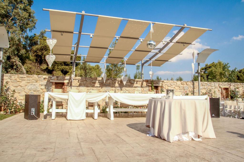 Το νυφικό τραπέζι και το τραπέζι για την γαμήλια τούρτα