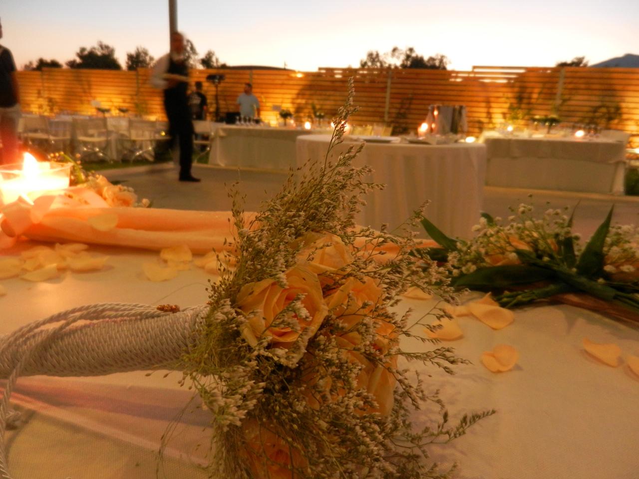 Λεπτομέρεια από το νυφικό τραπέζι στο Akallis