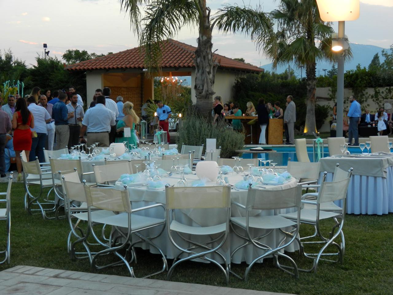 Δεξίωση γάμου στον εξωτερικό χώρο Κνωσσός, πλάι στην πισίνα