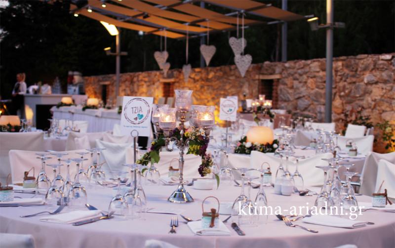 Eat drink and get married ήταν το μήνυμα της Κέλλυς και του Ερμή για το γαμήλιο πάρτυ τους