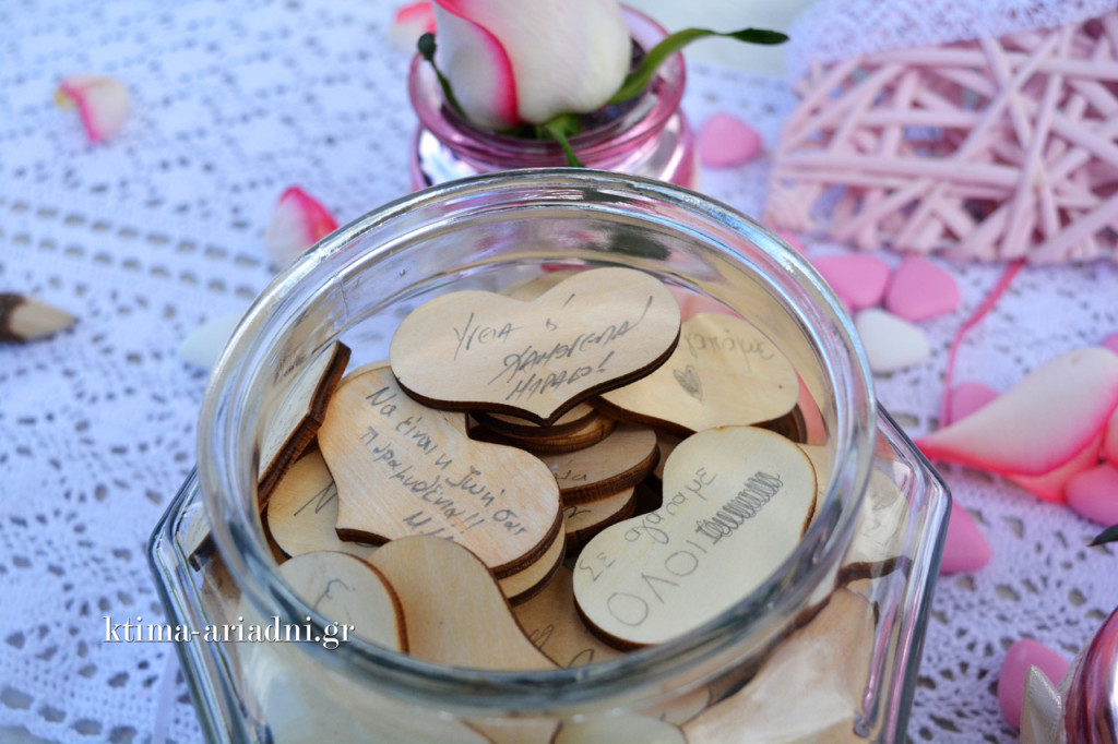 Ευχές στις ξύλινες καρδούλες