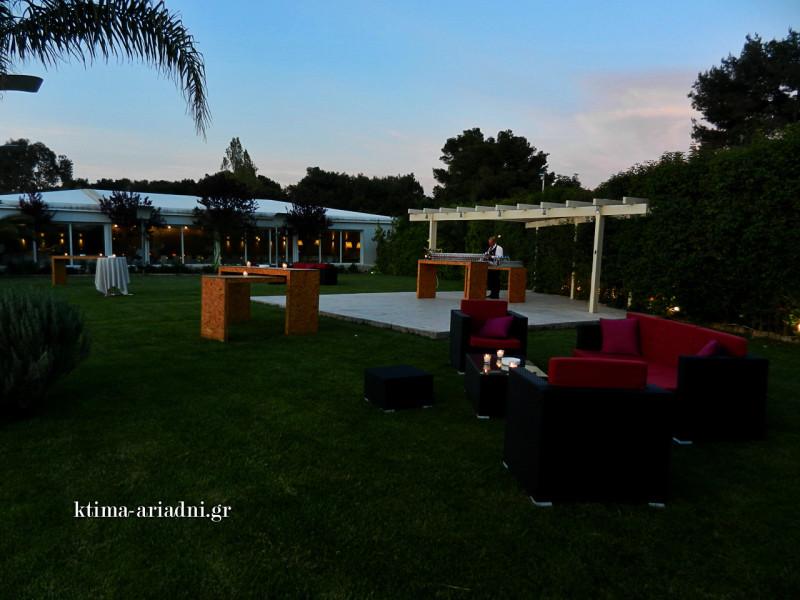 Lounge διάθεση στον χώρο Κνωσσός του κτήματος Αριάδνη σε ανοιξιάτικη δεξίωση γάμου