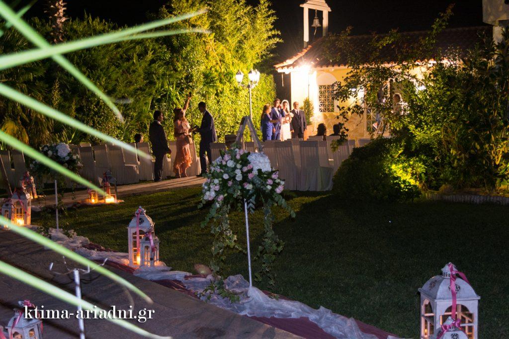 Μετά τον γάμο οι καθιερωμένες φωτογραφίες gamos dexiosi ktima ariadni ekklisaki