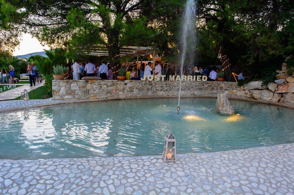 Η λιμνούλα του χώρου Φαιστός στο κτήμα Αριάδνη rustic chic wedding ktima ariadni