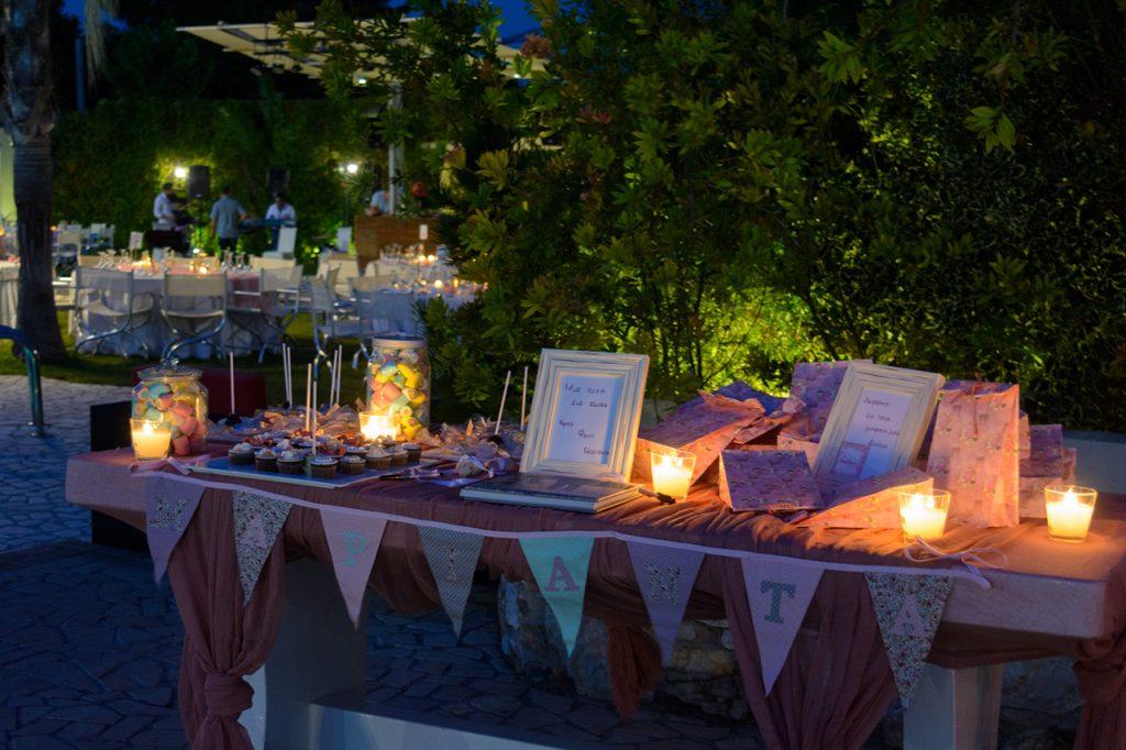 Τραπέζι ευχών σε παλιό ροζ