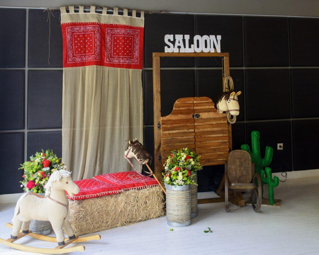 Σκηνικό Saloon δεξίωση dexiosi vaptisi saloon cowboy