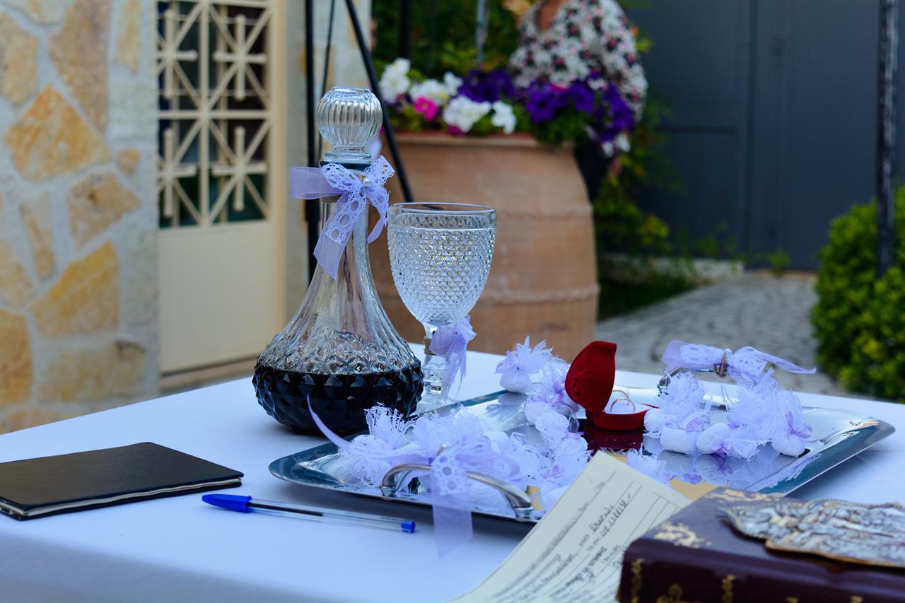 Γάμος στο εκκλησάκι του Αγ. Γεωργίου σε ρομαντικό ύφος