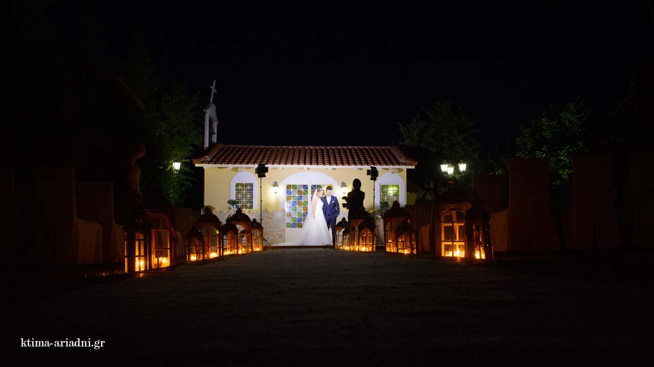 Γάμος στο εκκλησάκι και δεξίωση στην πισίνα του Κνωσσός