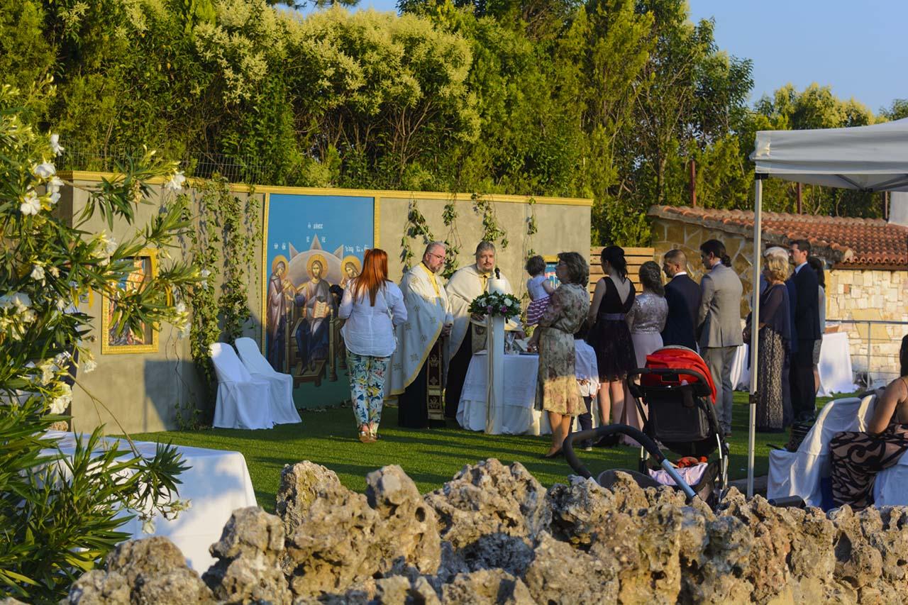Γάμος και βάπτιση στο εκκλησάκι και δεξίωση στο Ακαλλίς