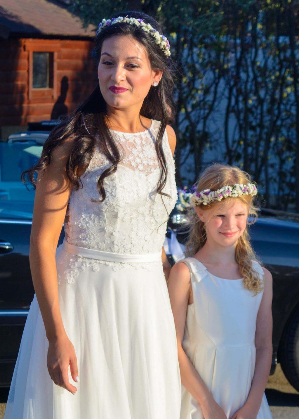 Πανέμορφη η Νόνη φορώντας ένα υπέροχο λευκό νυφικό