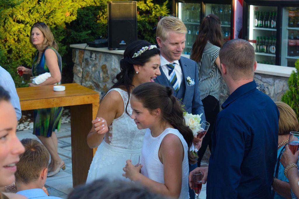 Είναι ωραίο να έχεις την ευκαιρία να μιλήσεις με όλους τους καλεσμένους του γάμου σου