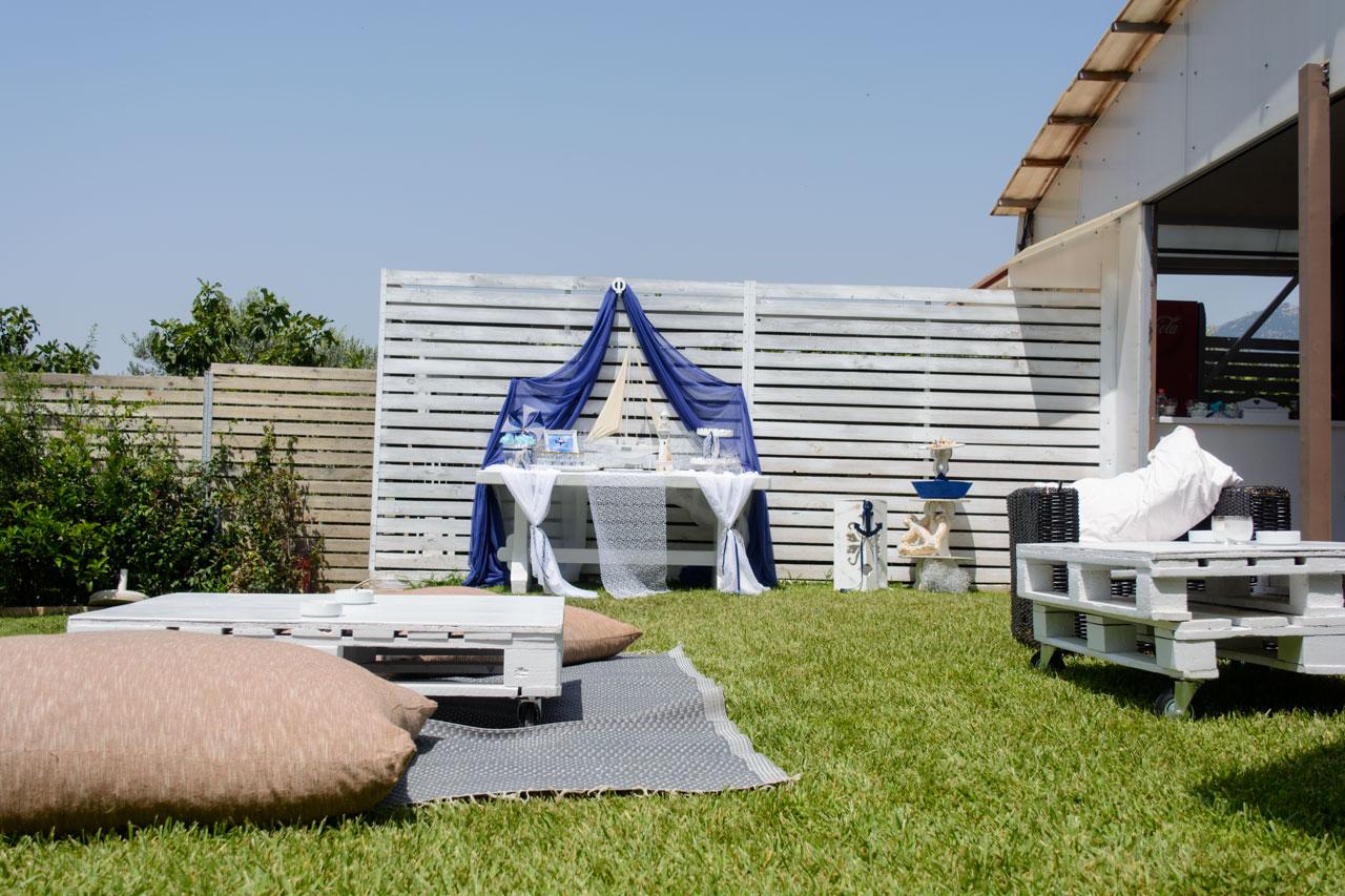 Lounge χώρος με μαξιλάρες για χαλάρωση