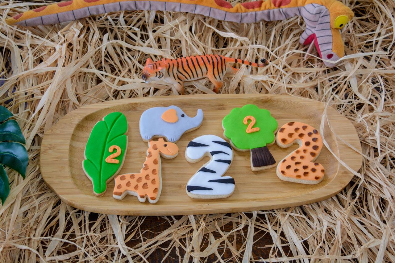 candy bar με cookies, κεράσματα και την τούρτα γενεθλίων
