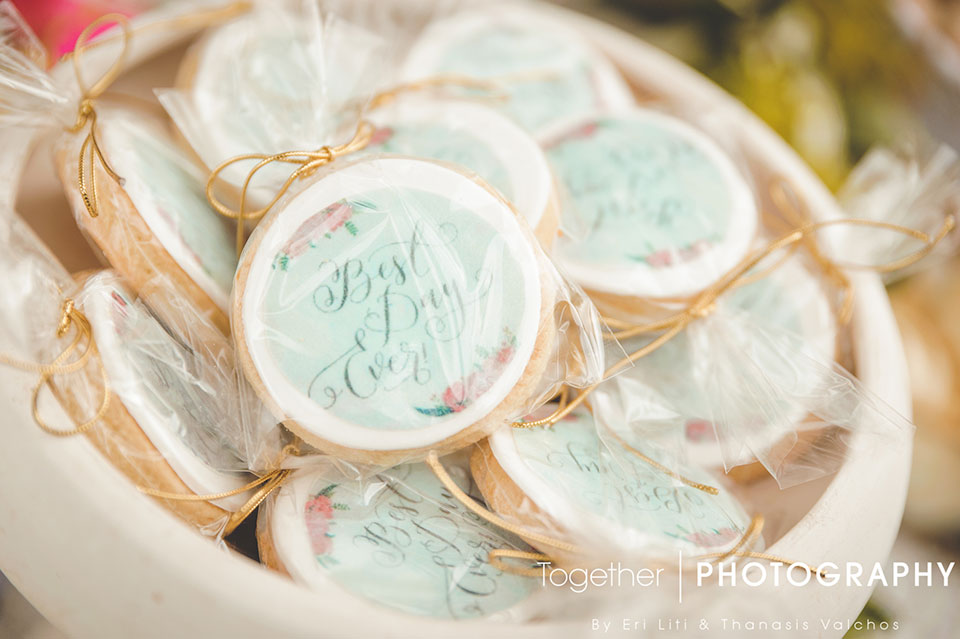 fthinoporinos-gamos-trapezi-efxon-candy-bar-cookies-0202