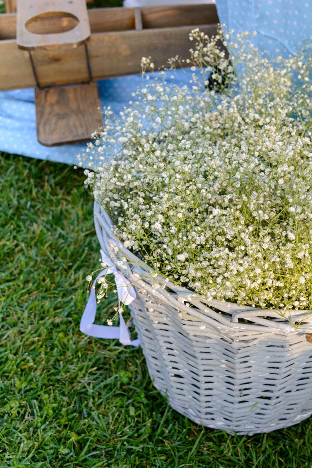 gamos-vaptisi-ktima-ariadni-fly-with-me-stolismos-basket-flowers
