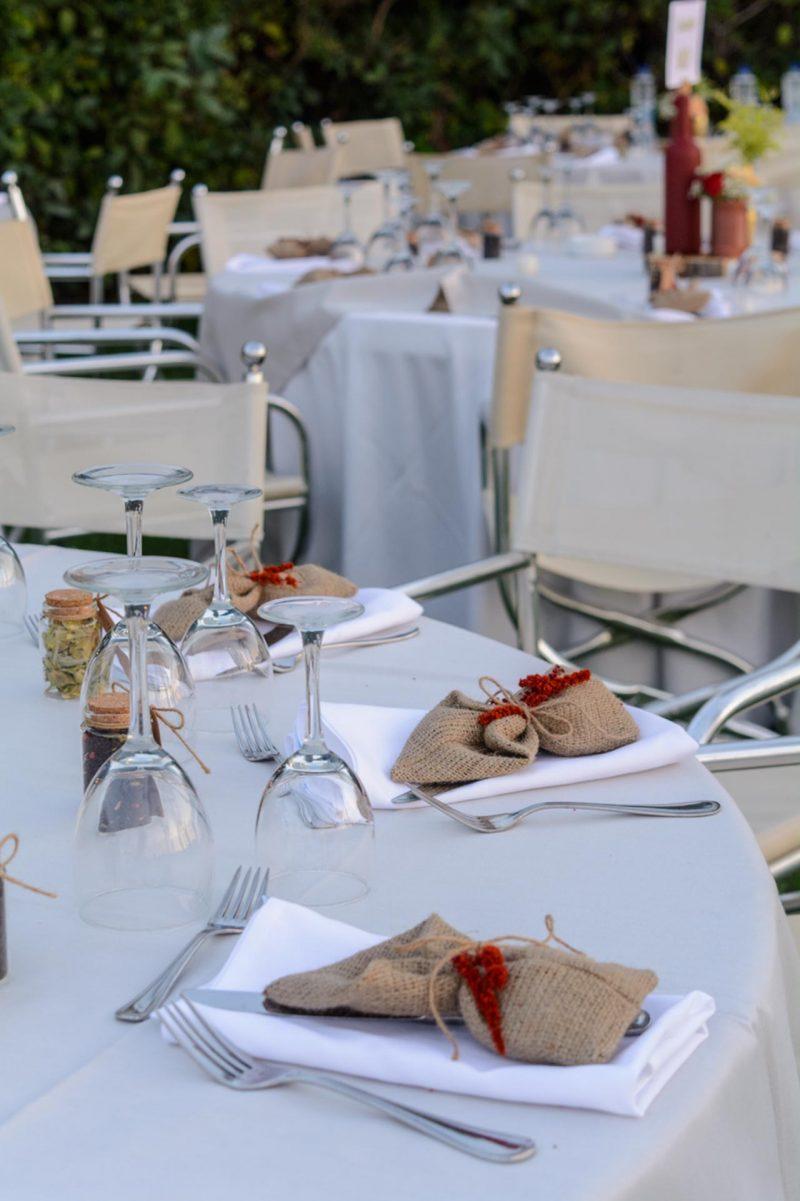 Οι μπομπονιέρες ως μέρος της διακόσμησης στα τραπέζια των καλεσμένων