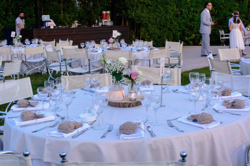 Το πάρτυ έγινε στον κήπο και το bar κατά τη διάρκεια της βραδιάς έδινε ένταση στο κέφι
