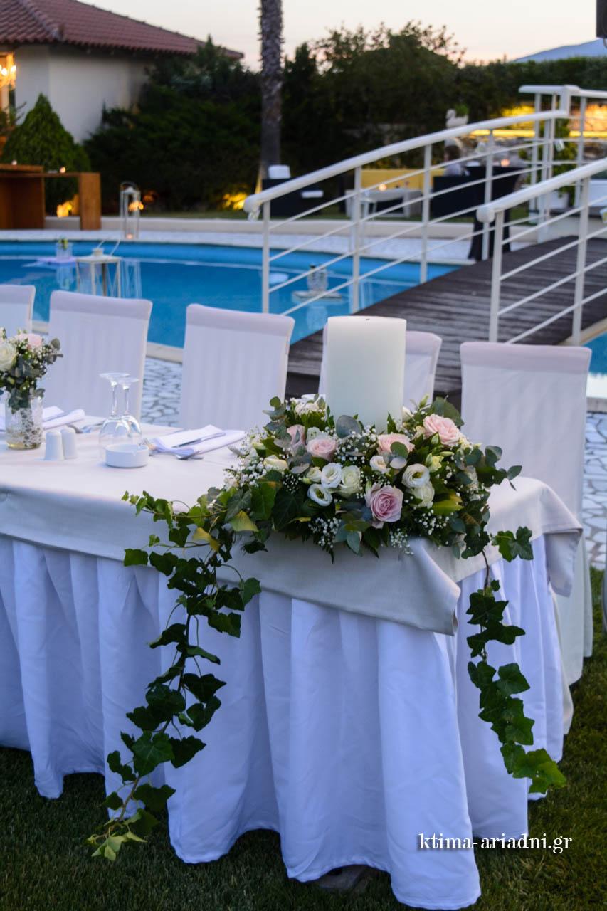 Στολισμός γάμου για το νυφικό τραπέζι