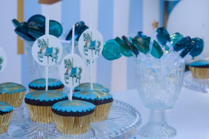 cup cakes με θέμα carousel