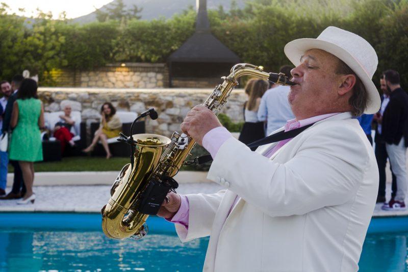 dexiodi gamos ktima ariadni saxofonistas