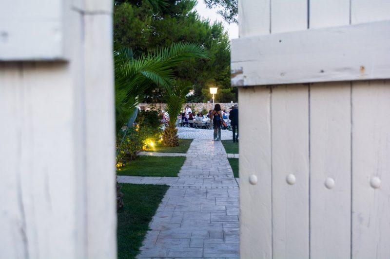 Είσοδος στο κτήμα δίπλα από το εκκλησάκι του Αγίου Γεωργίου